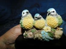 COLLECTABLE SHUDEHILL FIGURINE ON WOOD MOUNT 3 X ADORABLE BLUE TITS ON LOG